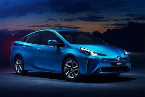 1. Toyota Prius (doanh số: 12.093 chiếc).