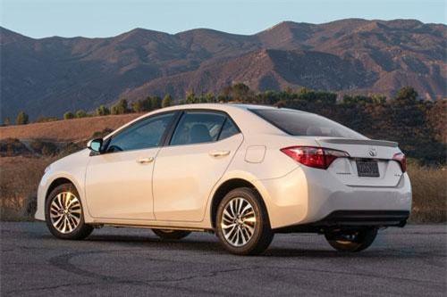 5. Toyota Corolla (doanh số: 8.437 chiếc).
