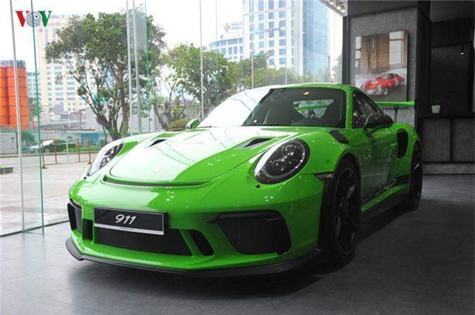 Đây là một trong những chiếc 911 GT3 RS đời mới được đưa về Việt Nam theo diện chính hãng.