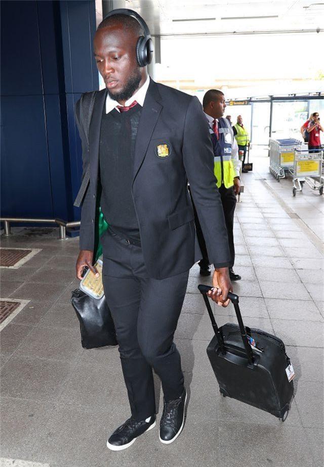 Đào tẩu bất thành, Pogba và Lukaku lầm lũi đi du đấu cùng MU - 1