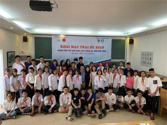 Giáo sư Ngô Bảo Châu dạy toán cho học sinh có hoàn cảnh khó khăn - 3
