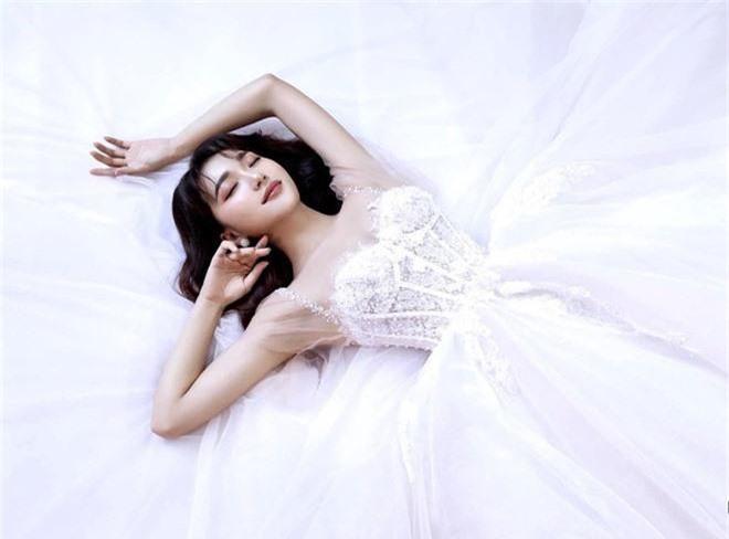 Ngọc Nữ đăng ảnh diện váy cưới, để lộ bằng chứng vẫn còn mặn nồng với Văn Đức? - Ảnh 3.