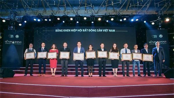 Các doanh nghiệp nhận bằng khen của Hiệp hội Bất động sản Việt Nam