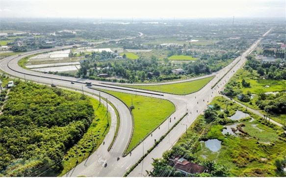 Bến Lức còn là khu vực được đầu tư mới nhiều hệ thống cơ sở hạ tầng giao thông