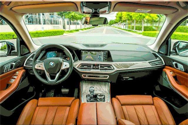Hàng loạt mẫu xe sang làm sôi động thị trường trong nước tháng 7 - 2