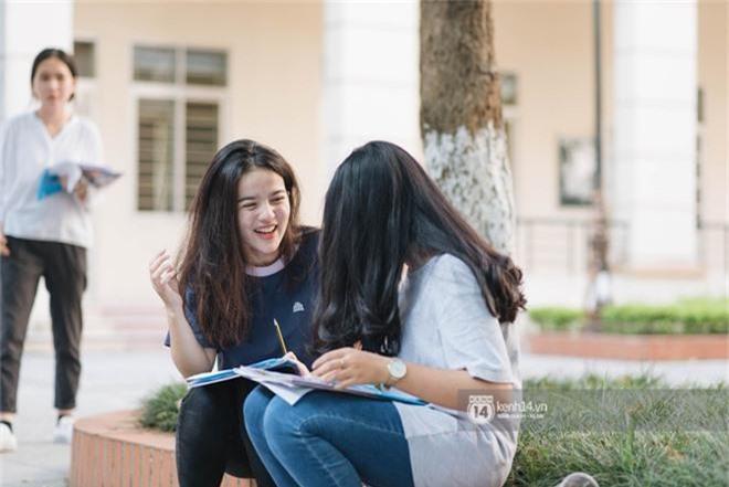 Nữ sinh con lai Việt Nga có cái tên lạ gây náo loạn tại cổng trường thi vào Học viện báo chí vì quá xinh xắn và đáng yêu - Ảnh 2.
