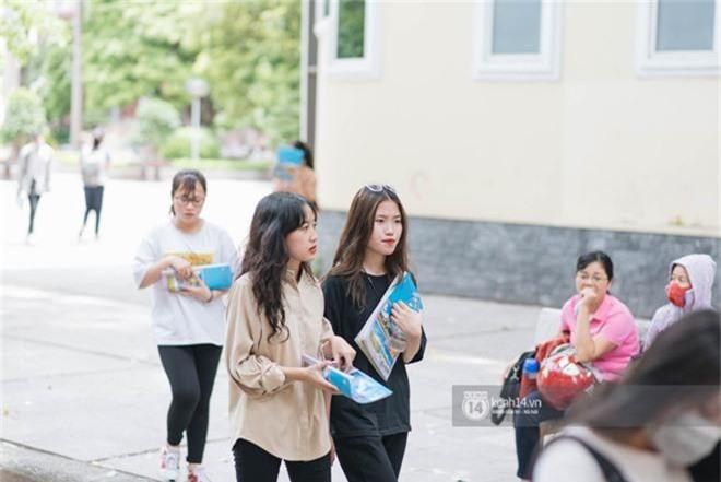 Nữ sinh con lai Việt Nga có cái tên lạ gây náo loạn tại cổng trường thi vào Học viện báo chí vì quá xinh xắn và đáng yêu - Ảnh 4.