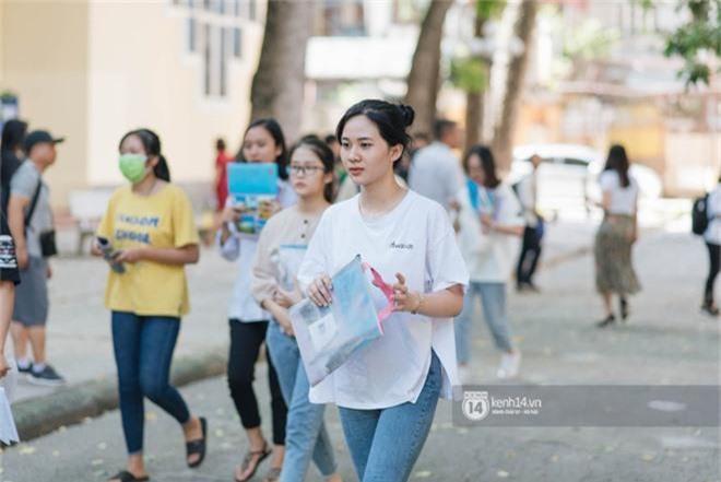 Nữ sinh con lai Việt Nga có cái tên lạ gây náo loạn tại cổng trường thi vào Học viện báo chí vì quá xinh xắn và đáng yêu - Ảnh 8.