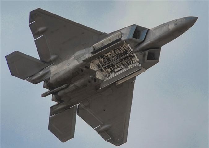 Tiem kich F-22 My vua dua toi Qatar xin hon F-35 o diem nao?-Hinh-10