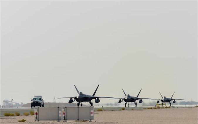 Tiem kich F-22 My vua dua toi Qatar xin hon F-35 o diem nao?-Hinh-3