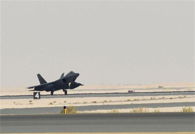 Tiem kich F-22 My vua dua toi Qatar xin hon F-35 o diem nao?-Hinh-4