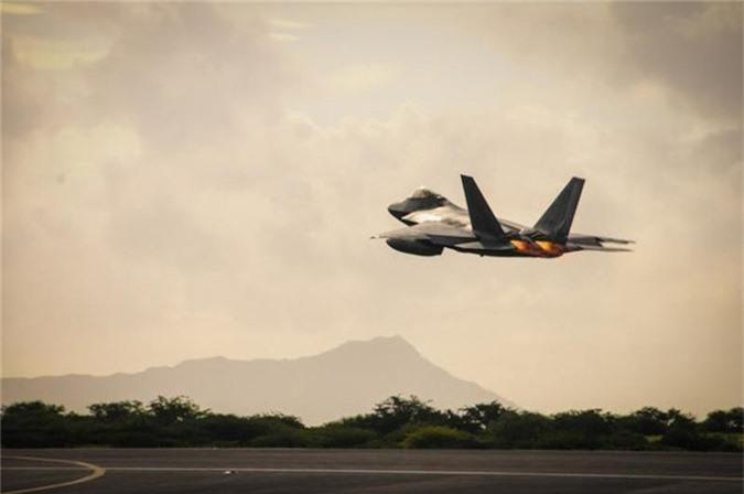 Tiem kich F-22 My vua dua toi Qatar xin hon F-35 o diem nao?-Hinh-5