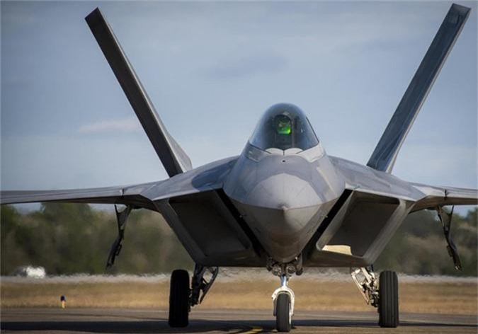 Tiem kich F-22 My vua dua toi Qatar xin hon F-35 o diem nao?-Hinh-8