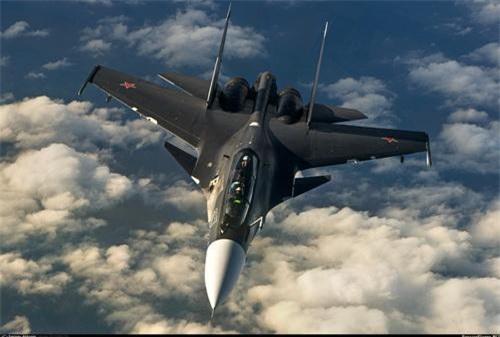 Su-30SM khi được nâng cấp lên chuẩn Su-30SM1 vẫn tỏ ra thua kém F-15SE Silent Eagle. Ảnh: Airlines.net.