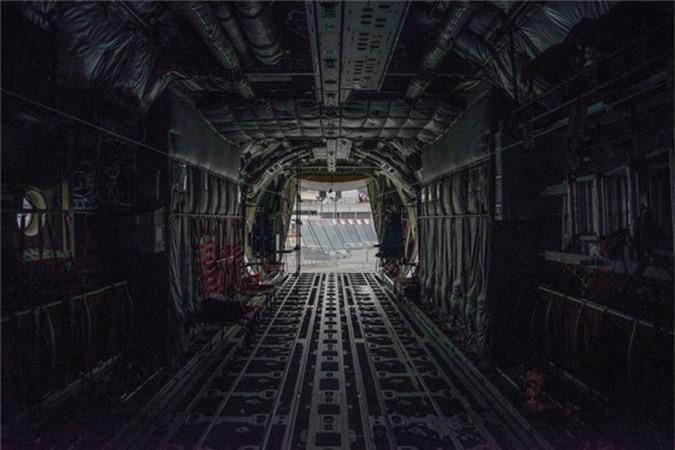 Ben trong khoang lai cua van tai co C-130: Tien nghi bat ngo-Hinh-10