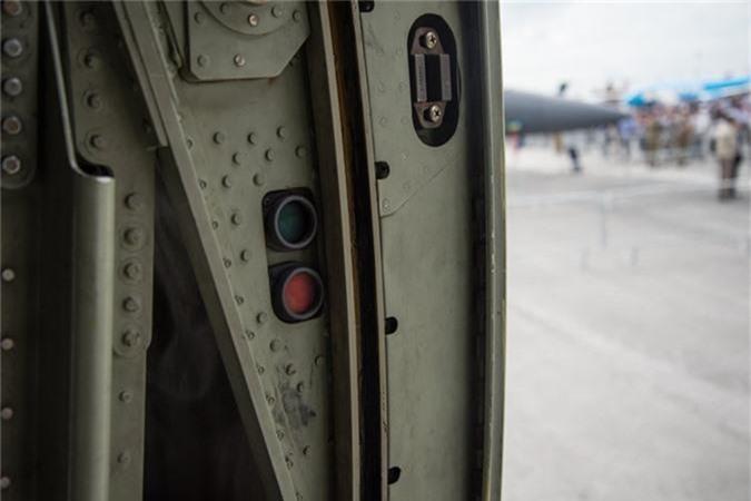 Ben trong khoang lai cua van tai co C-130: Tien nghi bat ngo-Hinh-12