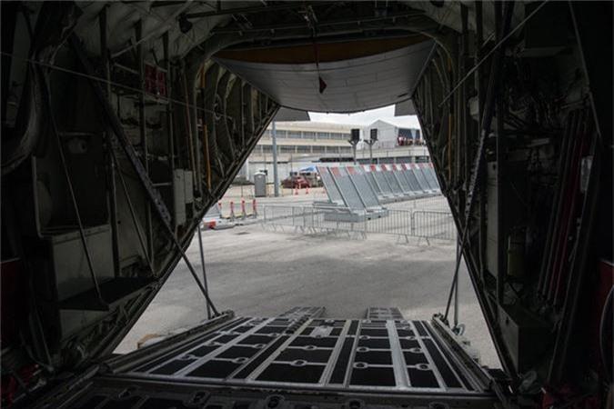 Ben trong khoang lai cua van tai co C-130: Tien nghi bat ngo-Hinh-13