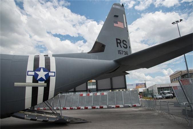 Ben trong khoang lai cua van tai co C-130: Tien nghi bat ngo-Hinh-14