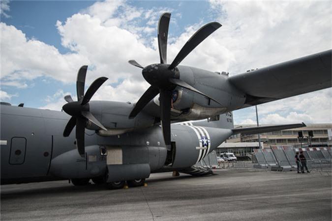 Ben trong khoang lai cua van tai co C-130: Tien nghi bat ngo-Hinh-3