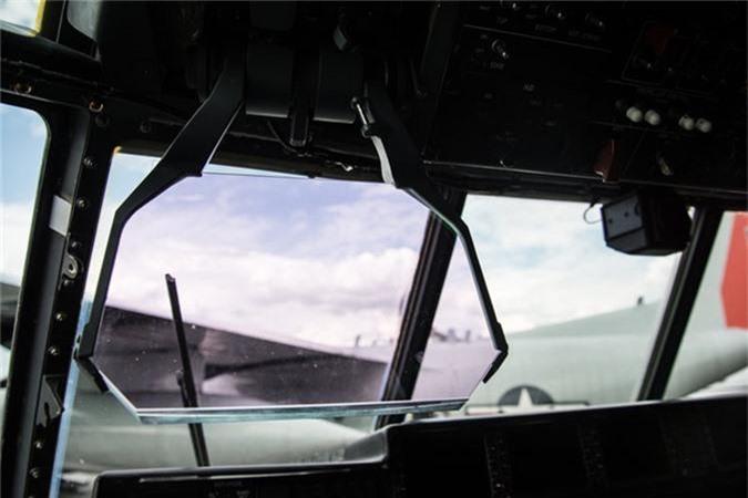 Ben trong khoang lai cua van tai co C-130: Tien nghi bat ngo-Hinh-4