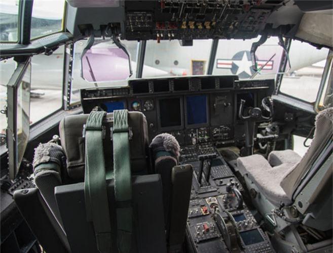 Ben trong khoang lai cua van tai co C-130: Tien nghi bat ngo-Hinh-6