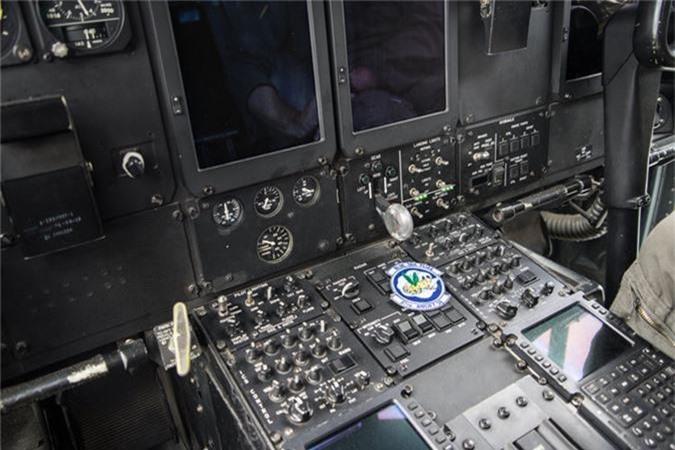 Ben trong khoang lai cua van tai co C-130: Tien nghi bat ngo-Hinh-7