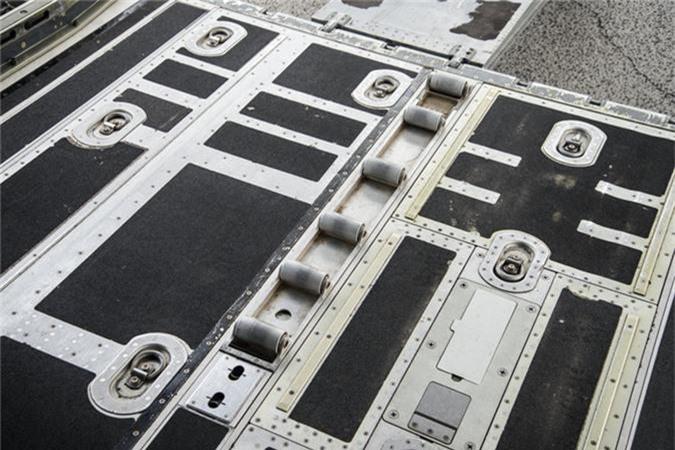 Ben trong khoang lai cua van tai co C-130: Tien nghi bat ngo-Hinh-9