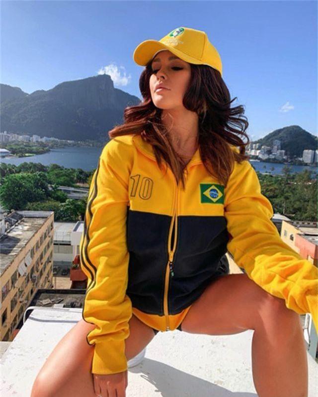 Kiều nữ bị bắt giữ vì muốn thoát y ăn mừng Brazil vô địch Copa America - 1