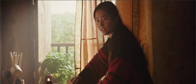 Tạo hình mặt mộc, tóc rối của Lưu Diệc Phi trong 'Mulan' gây bão mạng xã hội - ảnh 5