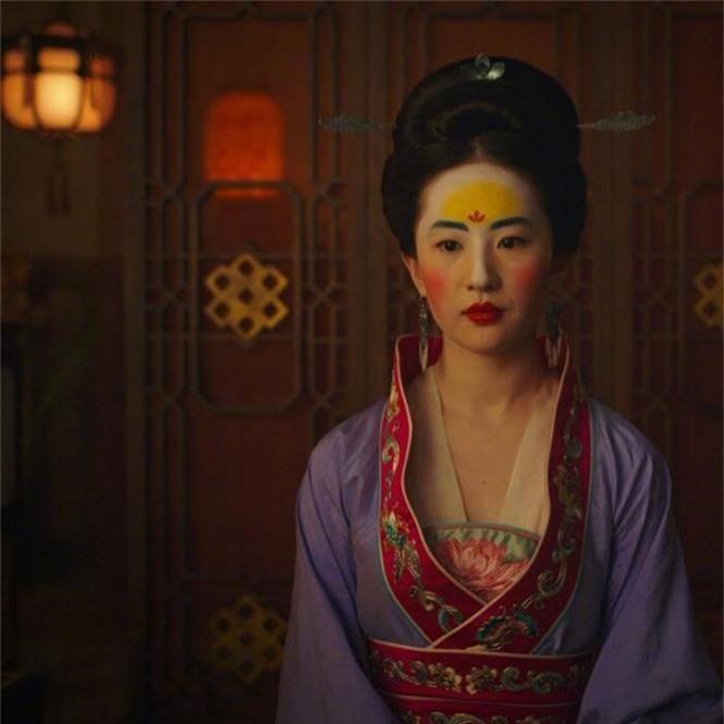 Tạo hình mặt mộc, tóc rối của Lưu Diệc Phi trong 'Mulan' gây bão mạng xã hội - ảnh 6
