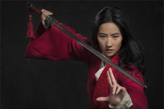 Tạo hình mặt mộc, tóc rối của Lưu Diệc Phi trong 'Mulan' gây bão mạng xã hội - ảnh 8