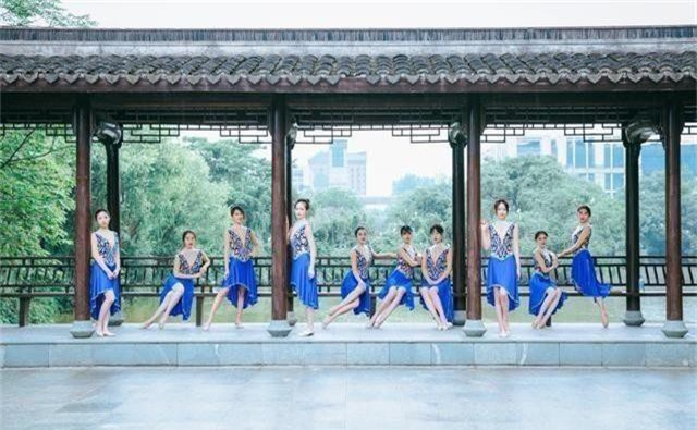 Bộ ảnh kỷ yếu của nữ sinh Chiết Giang có gì hot khiến dân mạng phải thốt lên: Năm sau nhất định phải thi vào trường bằng mọi giá - Ảnh 6.