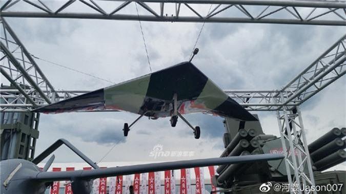 Can canh UAV tang hinh Nga lan dau mang den Army-2019-Hinh-3