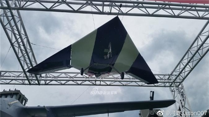 Can canh UAV tang hinh Nga lan dau mang den Army-2019-Hinh-4