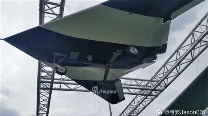 Can canh UAV tang hinh Nga lan dau mang den Army-2019-Hinh-5