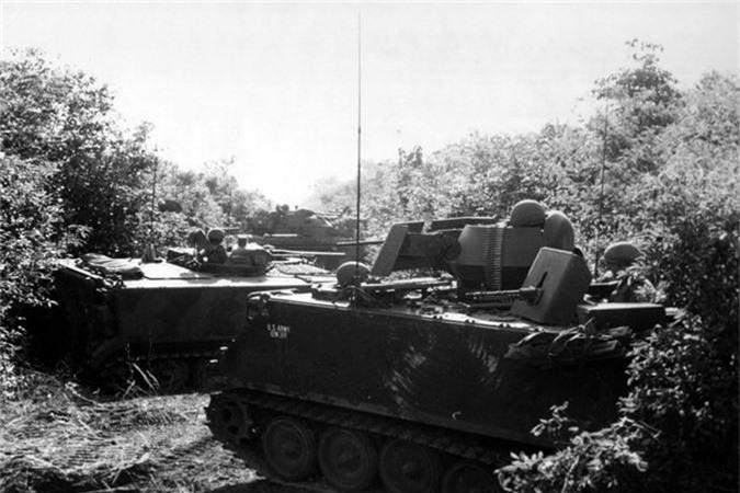 So Quan Giai phong, linh My lap voi thu nay len M113-Hinh-2