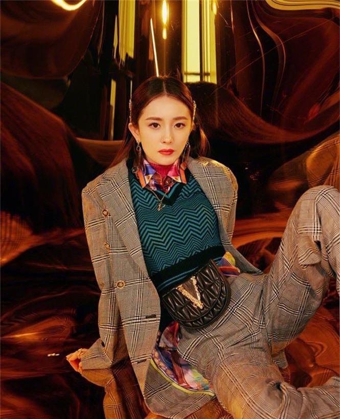 Dương Mịch xinh đẹp khác lạ với phong cách menswear - ảnh 2