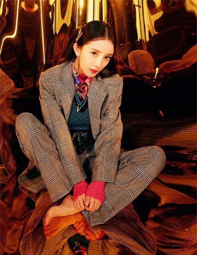 Dương Mịch xinh đẹp khác lạ với phong cách menswear - ảnh 5