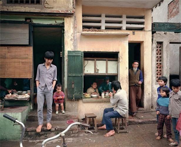 Ngam Ha Noi thap nien 1980 - 1990 qua anh doc cua nguoi My-Hinh-9