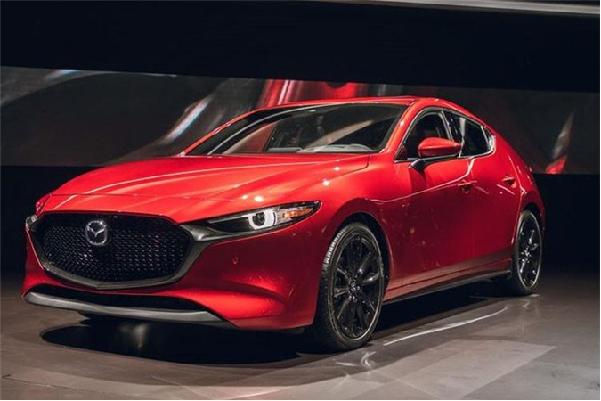 Tại Malaysia, mẫu xe Mazda3 2019 mới được nhập khẩu nguyên chiếc và bán trong ba phiên bản, trong đó chỉ có bản cơ sở và bản cao cấp nhất là có cả trong kiểu dáng hatchback và sedan, phiên bản tầm trung chỉ có trong hình thức sedan.