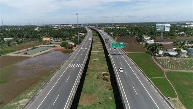 -Đường cao tốc kết nối TP.HCM và ĐBSCL đoạn ngang qua tỉnh Long An (ảnh MK)