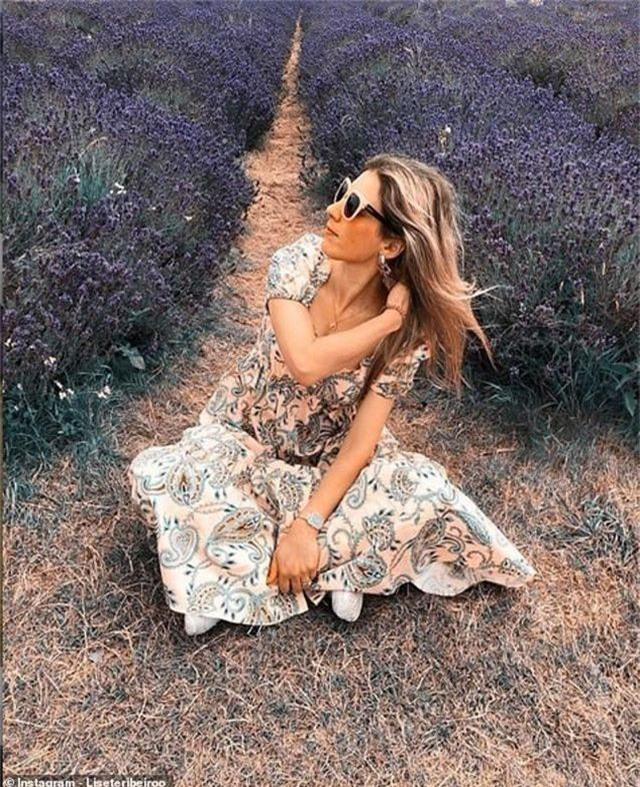 Cánh đồng hoa oải hương tĩnh lặng bỗng chật cứng khách du lịch - 2