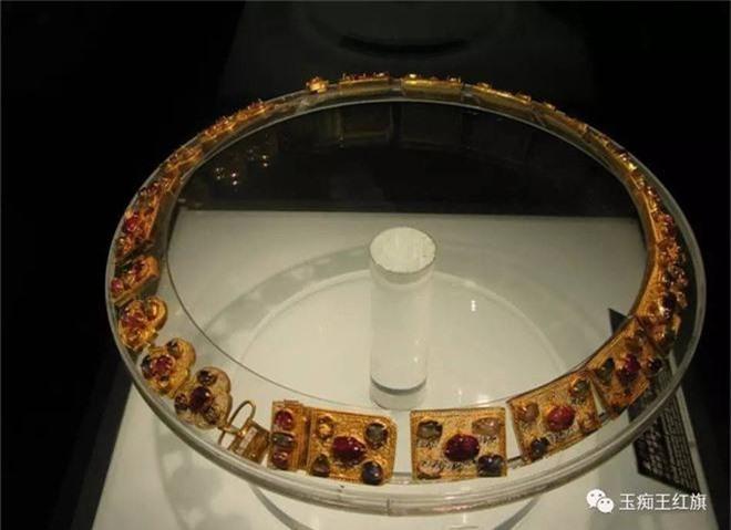 Xâm nhập cổ mộ vương gia thời Minh, nhà khảo cổ ngạc nhiên tột độ vì kho báu bên trong - Ảnh 2.