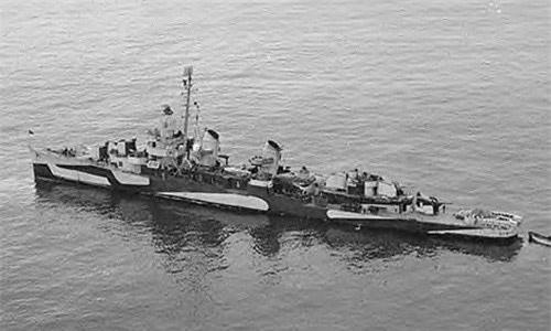 Theo đó, Tổng thống Roosevelt di chuyển bằng thiết giáp hạm USS Iowa và được tàu USS William D. Porter (trong ảnh) hộ tống nhằm đảm bảo an toàn.