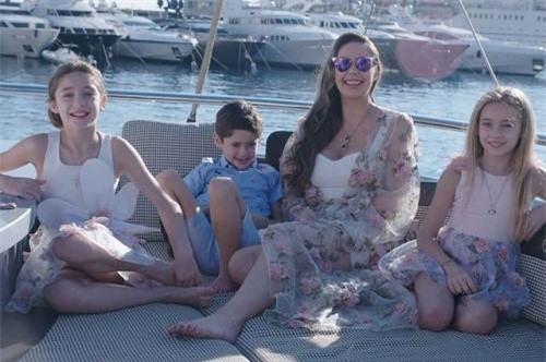 Nina thuê du thuyền hơn 350 triệu đồng cho các con - Ảnh: Thesun