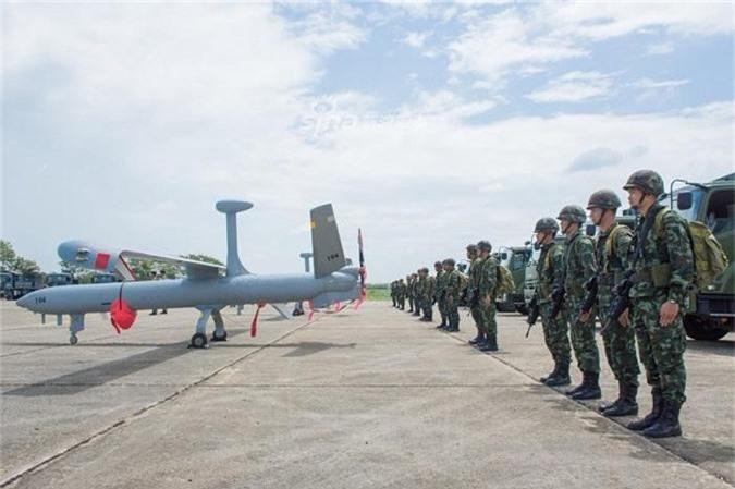 Dang gom may bay khong nguoi lai cuc khung Philippines mua tu Israel-Hinh-2