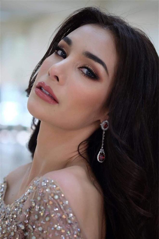Không chỉ lạc lõng trong chiến thắng, Miss Grand ThaiLan 2019 còn bị chỉ trích bởi gương mặt đơ cứng, thiếu tự nhiên - Ảnh 2.
