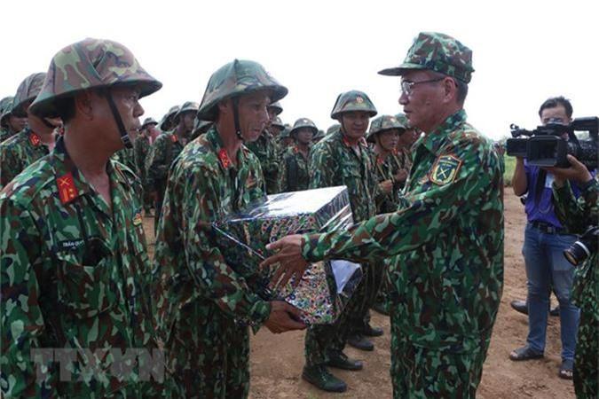 Kinh ngac sung chong tang Viet Nam ngan dich do bo duong khong-Hinh-4