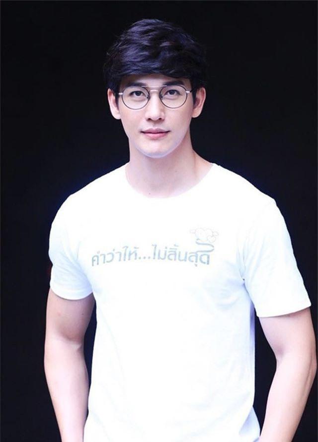 """Mỹ nam hấp dẫn của màn ảnh Thái Lan gây sốt với """"Chiếc lá cuốn bay"""" - Ảnh 4."""