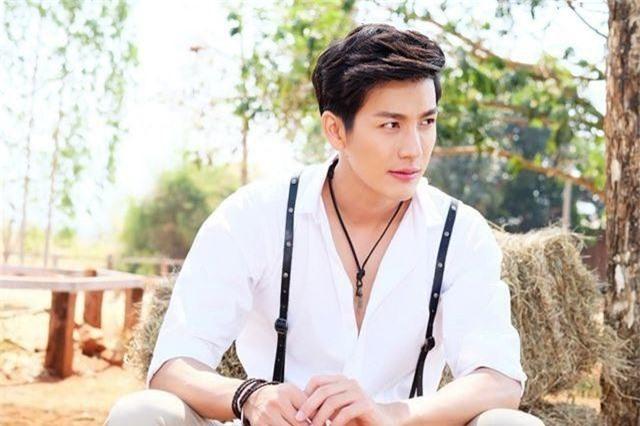 """Mỹ nam hấp dẫn của màn ảnh Thái Lan gây sốt với """"Chiếc lá cuốn bay"""" - Ảnh 5."""